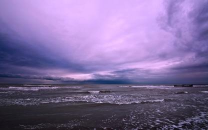sea_waves_cloudy_clouds_horizon_blackness_sky_water_dirty_foam_62371_3840x2400